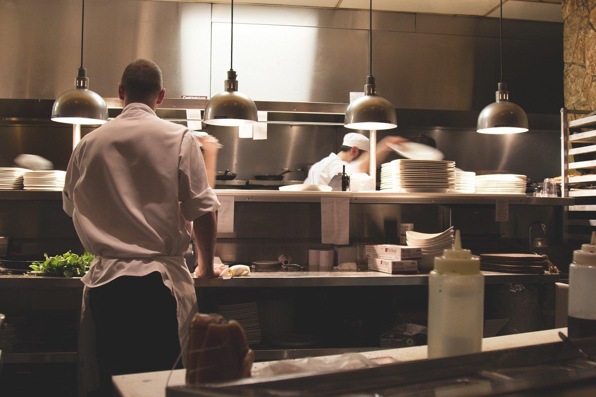 Dar a volta à crise: 27 medidas para o seu restaurante!